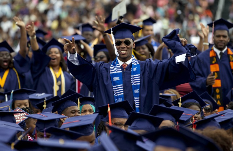 black_graduation_stand