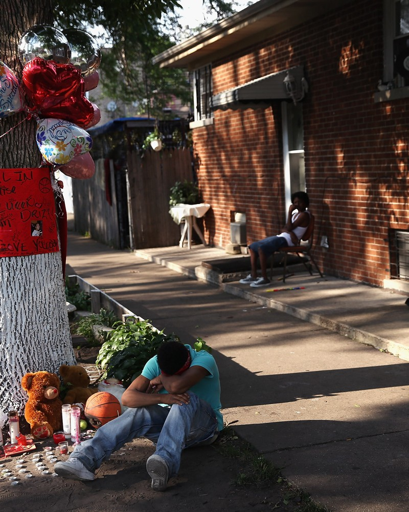 Image: Makeshift memorial for a crime victim in Chicago